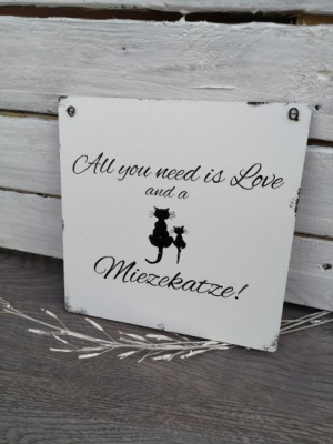All you need is love and a Miezekatze